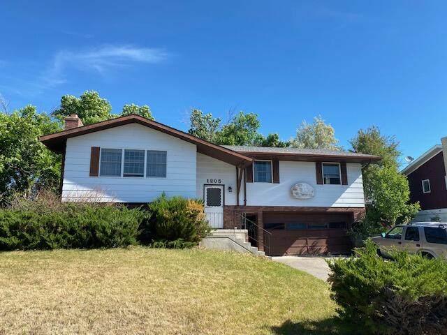 1205 26th Avenue SW, Great Falls, MT 59404 (MLS #22109464) :: Peak Property Advisors
