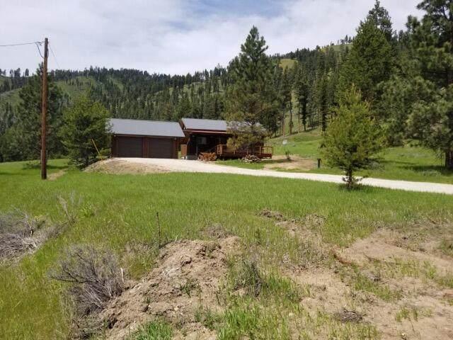 1756 E Fork Road, Sula, MT 59871 (MLS #22111146) :: Peak Property Advisors