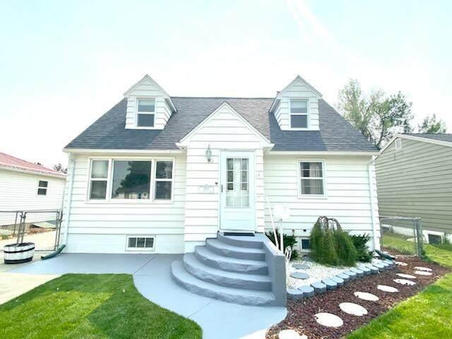 2712 7th Avenue N, Great Falls, MT 59401 (MLS #22114098) :: Peak Property Advisors