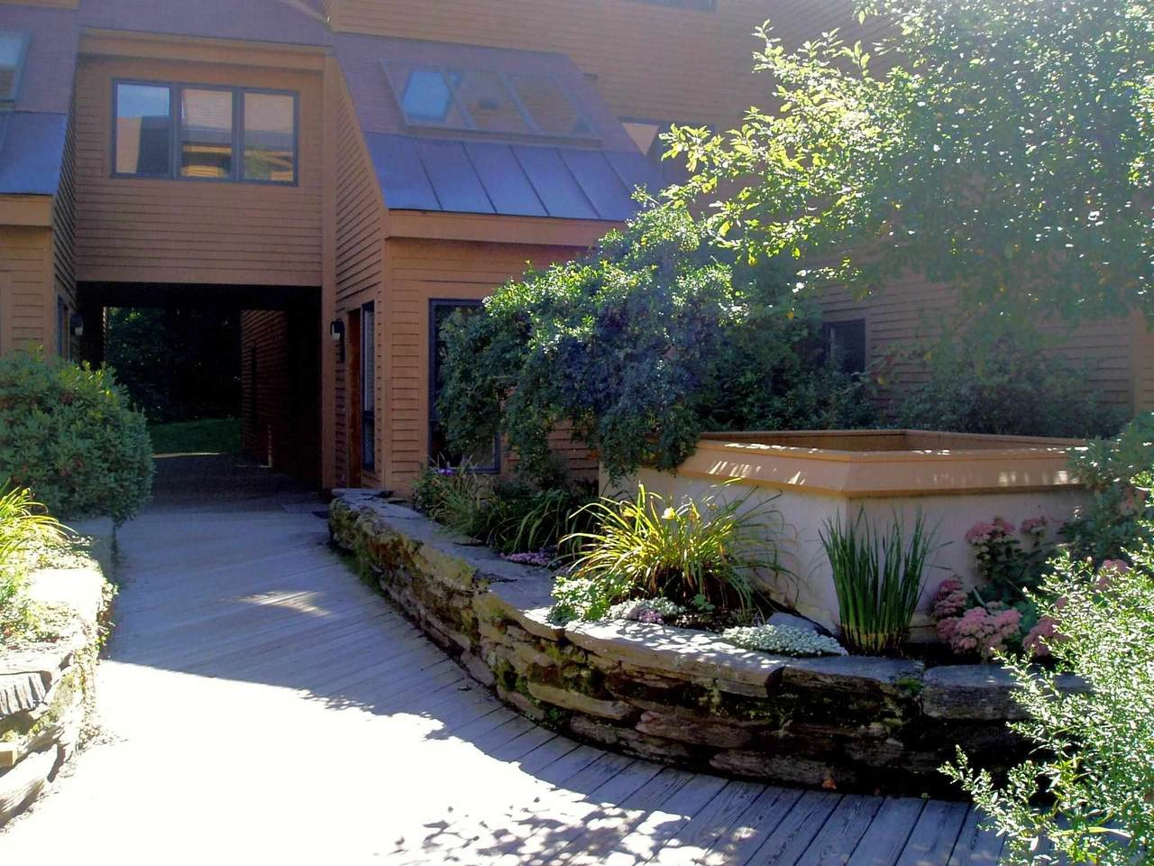 16 Courtyard Court - Photo 1