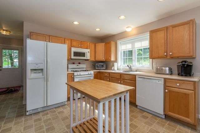 26 White Oak Drive, Nashua, NH 03063 (MLS #4722112) :: The Hammond Team