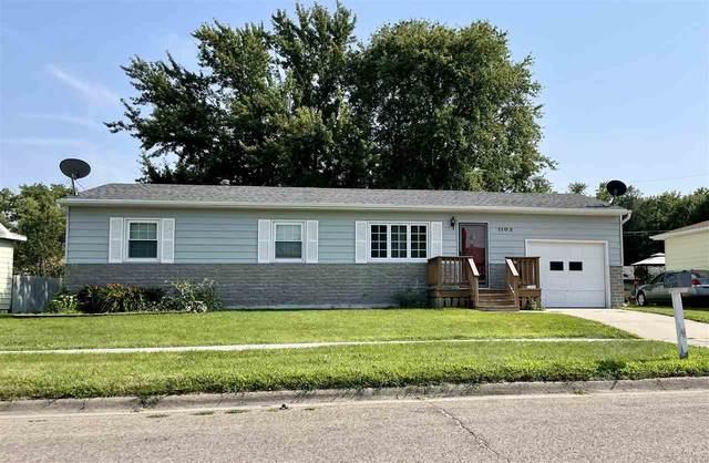 1103 Grant Ave, Norfolk, NE 68701 (MLS #210635) :: kwELITE
