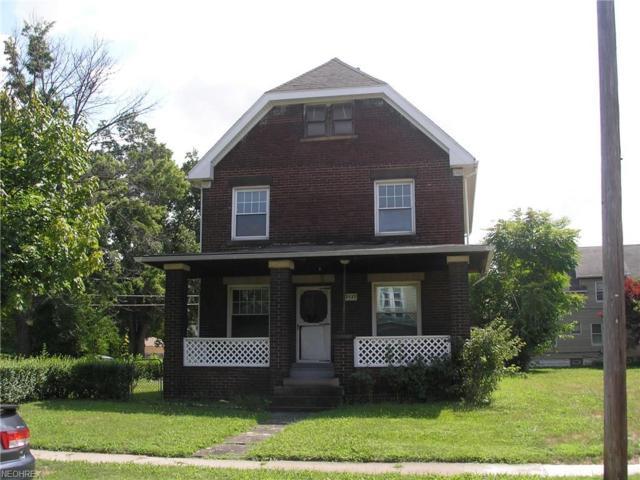 3937 E 53rd St, Newburgh Heights, OH 44105 (MLS #4022935) :: The Crockett Team, Howard Hanna