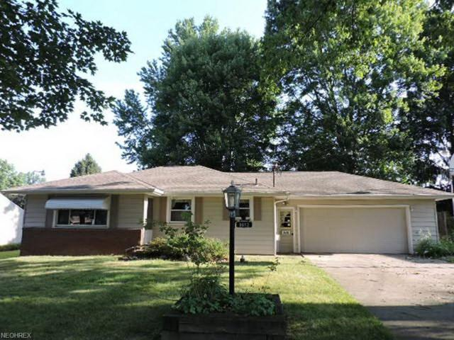 1632 Palo Verde Dr, Youngstown, OH 44514 (MLS #4023164) :: RE/MAX Edge Realty