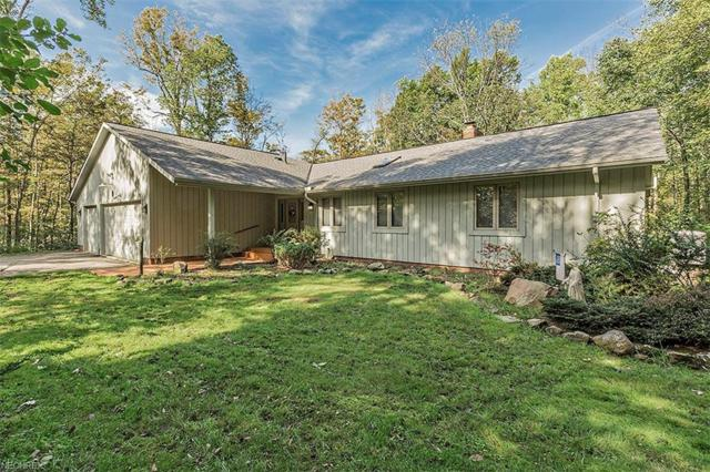 11310 Pine Acres Ln, Chesterland, OH 44026 (MLS #4041519) :: The Crockett Team, Howard Hanna