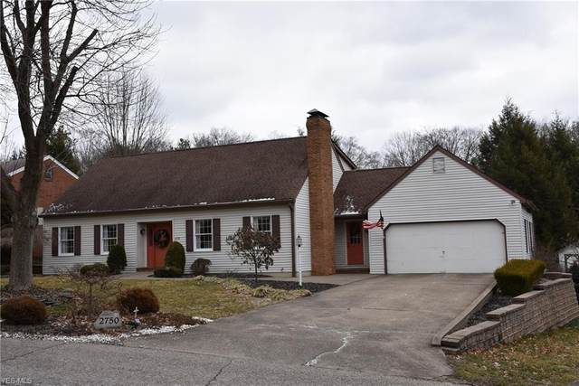 2750 W Ridgewood Circle, Zanesville, OH 43701 (MLS #4171756) :: Tammy Grogan and Associates at Cutler Real Estate