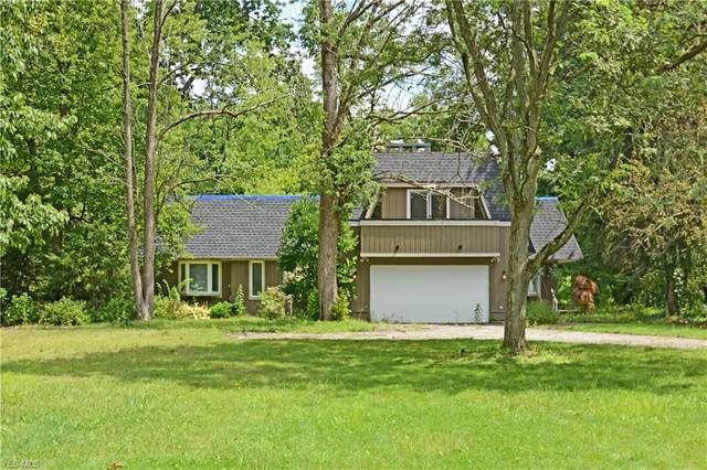 17549 Merry Oaks Trail, Chagrin Falls, OH 44023 (MLS #4183964) :: The Crockett Team, Howard Hanna