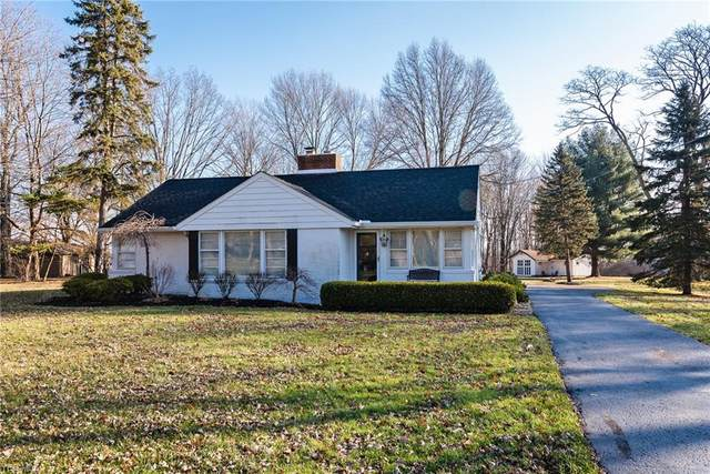 4805 Som Center Road, Moreland Hills, OH 44022 (MLS #4189609) :: The Holly Ritchie Team