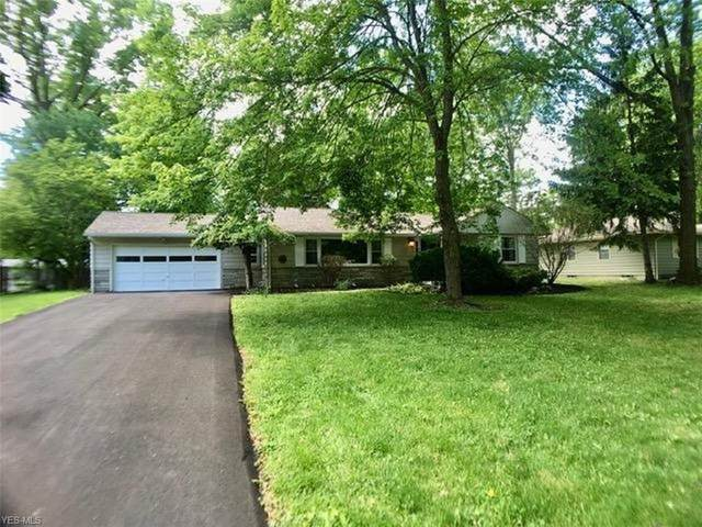 335 Deer Trail Avenue, Canfield, OH 44406 (MLS #4192884) :: The Holly Ritchie Team