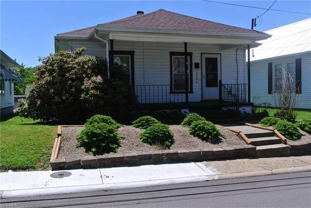 2246 16TH Street, Parkersburg, WV 26101 (MLS #4193462) :: The Holden Agency