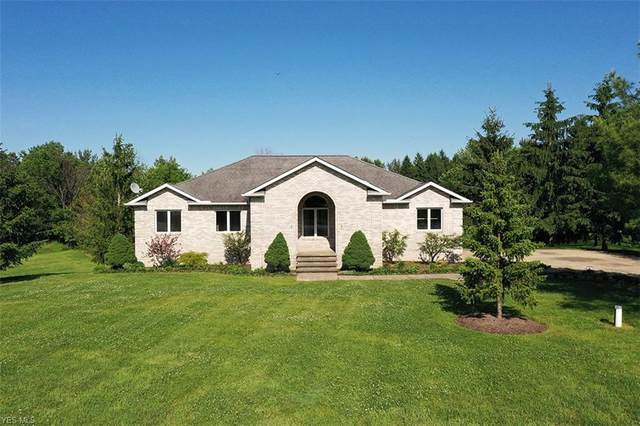 11045 Forest Oak Drive, Chardon, OH 44024 (MLS #4205517) :: The Holden Agency