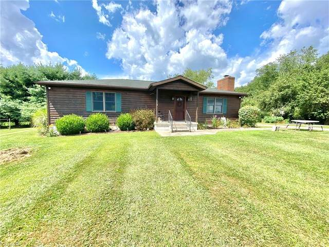 6921 Autumn Road SW, Carrollton, OH 44615 (MLS #4216089) :: The Jess Nader Team | RE/MAX Pathway