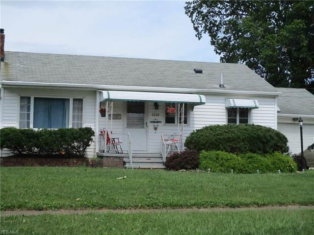 1210 W 29th Street, Lorain, OH 44052 (MLS #4220126) :: Keller Williams Chervenic Realty