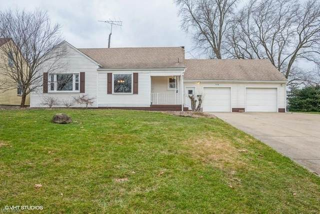 5774 Beechwood Drive, Youngstown, OH 44514 (MLS #4249935) :: The Holden Agency
