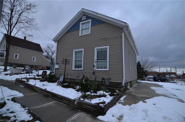 3640 W 58th Street, Cleveland, OH 44102 (MLS #4250120) :: The Holden Agency