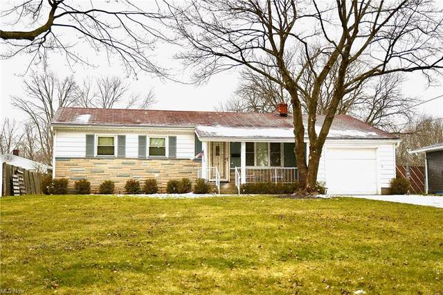 1738 Laurie Drive, Youngstown, OH 44511 (MLS #4251478) :: The Holden Agency