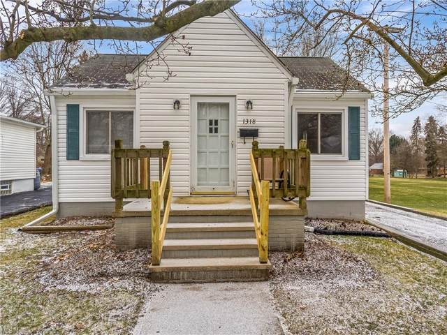 1318 Grant Avenue, Cuyahoga Falls, OH 44223 (MLS #4252524) :: The Holden Agency