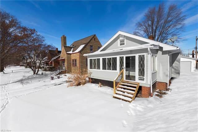 14022 Saint James Avenue, Cleveland, OH 44135 (MLS #4253300) :: The Holden Agency