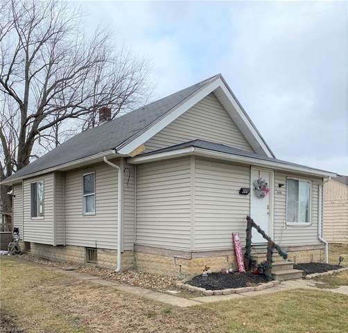 444 Clinton Avenue, Elyria, OH 44035 (MLS #4260264) :: Keller Williams Chervenic Realty