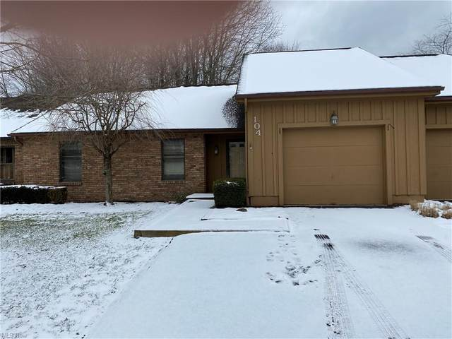 104 Tournament Trail, Cortland, OH 44410 (MLS #4260520) :: The Holly Ritchie Team