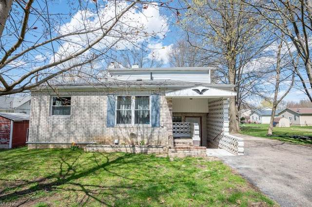 1045 Fairfield Road, Alliance, OH 44601 (MLS #4268593) :: The Holden Agency