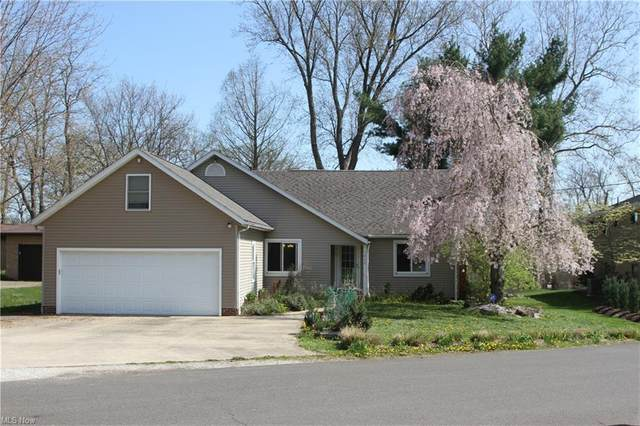 5460 Peninsula Drive NW, Canton, OH 44718 (MLS #4270451) :: Keller Williams Legacy Group Realty