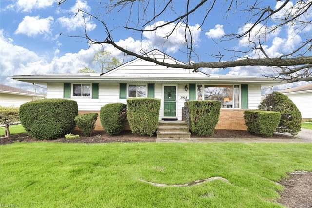 3925 W 214th Street, Cleveland, OH 44126 (MLS #4271558) :: The Art of Real Estate