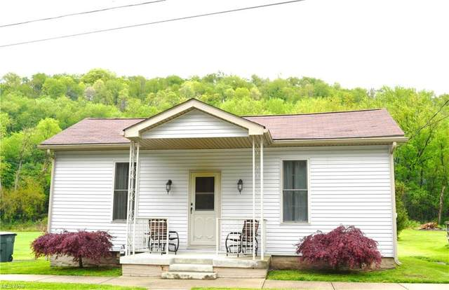 300 Valley Street, New Cumberland, WV 26047 (MLS #4275712) :: The Jess Nader Team | RE/MAX Pathway