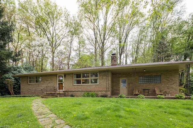 1217 Wicklow Way NW, Canton, OH 44708 (MLS #4276381) :: The Crockett Team, Howard Hanna
