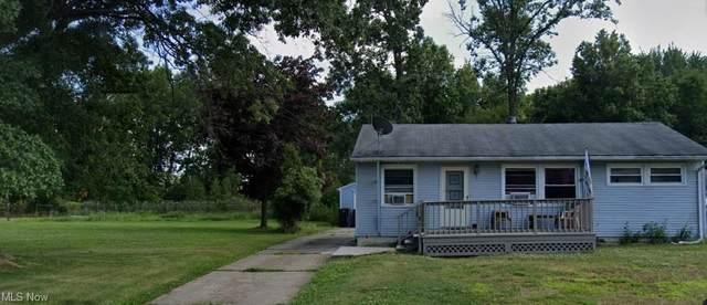2023 Parkwood Drive NW, Warren, OH 44485 (MLS #4278087) :: Keller Williams Chervenic Realty