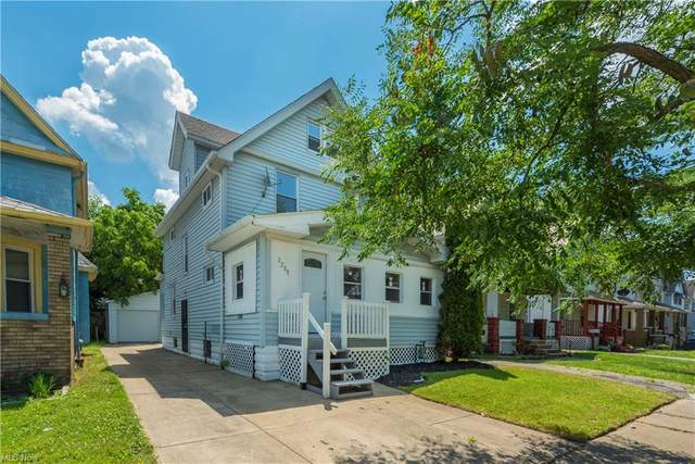2209 W 103rd Street, Cleveland, OH 44102 (MLS #4282455) :: The Holden Agency
