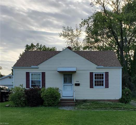 754 E 258th Street, Euclid, OH 44132 (MLS #4286638) :: The Holly Ritchie Team