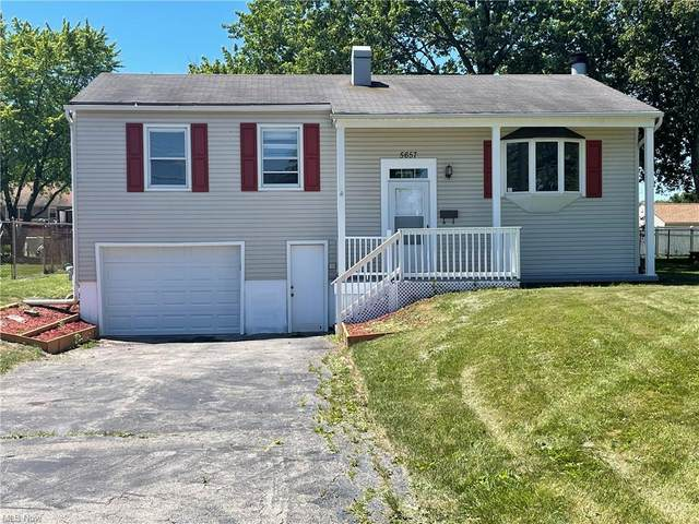 5657 Baylor Avenue, Austintown, OH 44515 (MLS #4289559) :: The Holly Ritchie Team