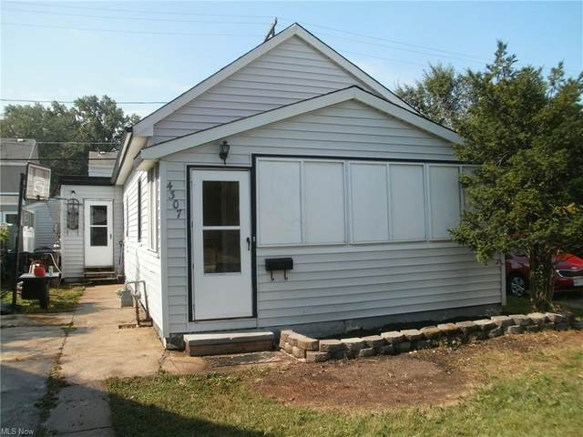 4307 Wood Avenue, Parma, OH 44134 (MLS #4292729) :: The Art of Real Estate