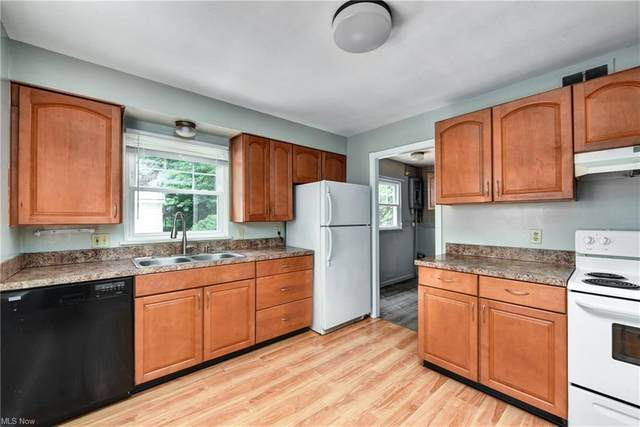 3912 W 227th Street, Fairview Park, OH 44126 (MLS #4296011) :: The Holden Agency