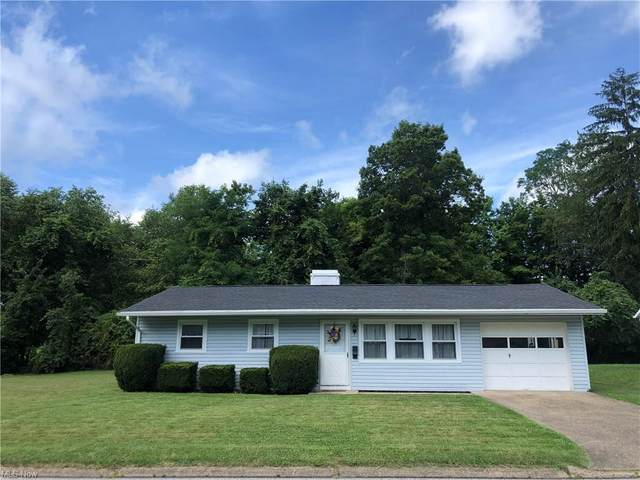 211 Sunset Drive, St. Clairsville, OH 43950 (MLS #4298160) :: Tammy Grogan and Associates at Keller Williams Chervenic Realty