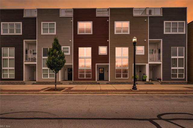 405 W Water Street, Sandusky, OH 44870 (MLS #4298873) :: Tammy Grogan and Associates at Keller Williams Chervenic Realty