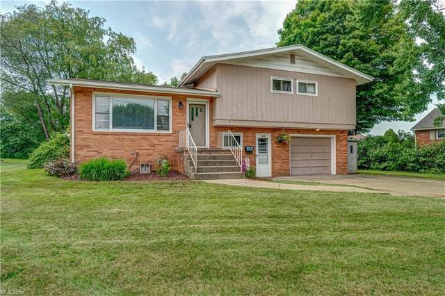 925 Parkview Drive, Louisville, OH 44641 (MLS #4299997) :: The Kaszyca Team