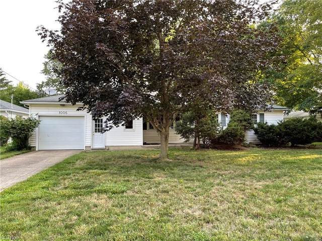 1006 W 38th Street, Lorain, OH 44052 (MLS #4302466) :: Keller Williams Chervenic Realty