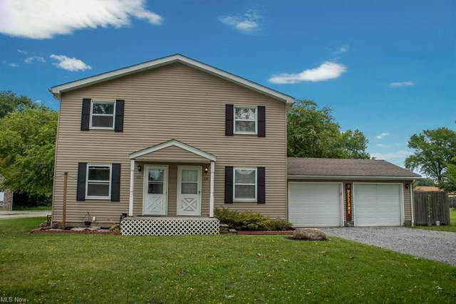 617 Wakefield Drive, Cortland, OH 44410 (MLS #4306867) :: The Holly Ritchie Team