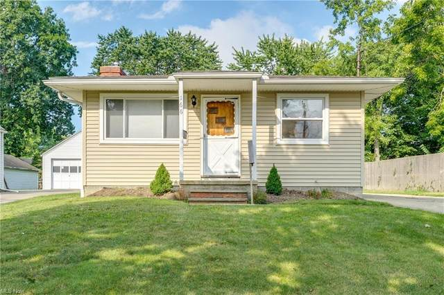 166 Fulmer Avenue, Akron, OH 44312 (MLS #4315045) :: The Holden Agency