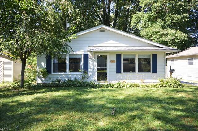 1982 Aberdeen Road, Madison, OH 44057 (MLS #4315082) :: The Holden Agency