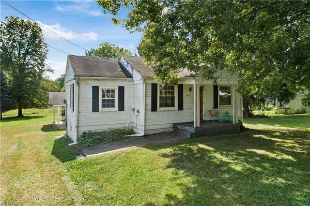 2860 Kendall Road, Copley, OH 44321 (MLS #4319741) :: Tammy Grogan and Associates at Keller Williams Chervenic Realty