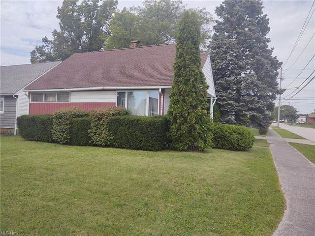 15609 Walvern, Maple Heights, OH 44137 (MLS #4324264) :: The Holly Ritchie Team