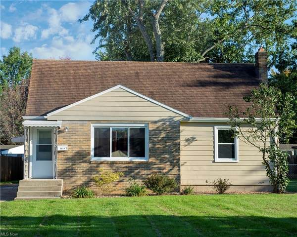 7229 Glendale Avenue, Youngstown, OH 44512 (MLS #4324912) :: The Holly Ritchie Team