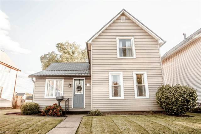306 W Shafer Avenue, Dover, OH 44622 (MLS #4326177) :: Keller Williams Legacy Group Realty