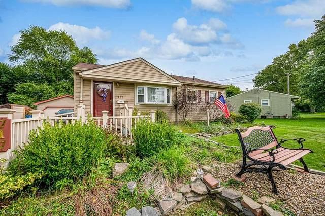 717 Elmwood Drive, Hubbard, OH 44425 (MLS #4220830) :: Keller Williams Chervenic Realty