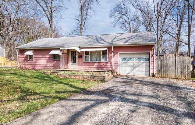 2052 Oak Street, Salem, OH 44460 (MLS #4266390) :: The Holly Ritchie Team