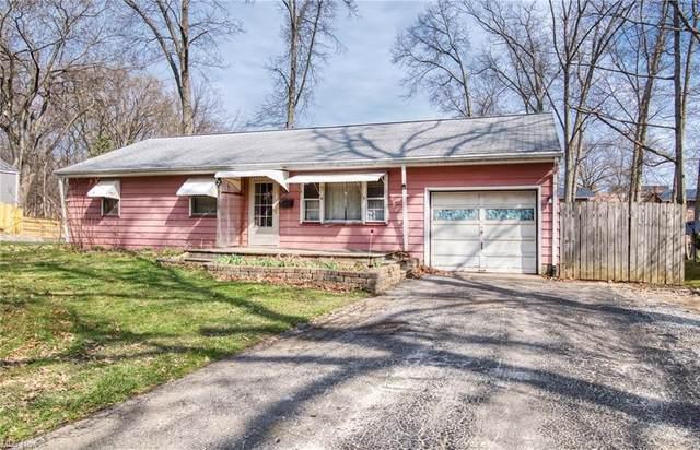 2052 Oak Street, Salem, OH 44460 (MLS #4266390) :: Keller Williams Chervenic Realty