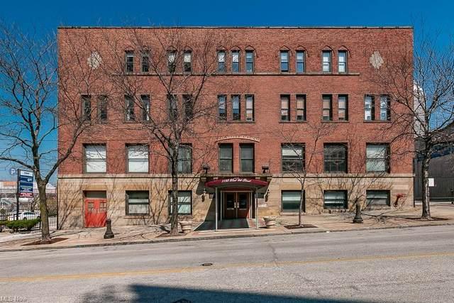 1133 W 9th Street #402, Cleveland, OH 44113 (MLS #4266994) :: The Kaszyca Team
